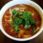 刀削麺酒家 - 本場辛いスープのマーラー刀削麺:800円