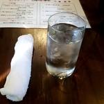 刀削麺酒家 - おしぼり、お冷や