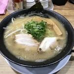 らーめん 世界一 京橋本店 - 豚骨醤油ラーメン(750円)