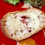 エ・ヴィータ - 自家製のパン【料理】