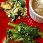 エ・ヴィータ - 菜の花のソテーとほうれん草と卵の炒め物【料理】