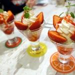 フル フル - 季節のミニパフェ(いちご)