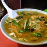 中華料理 珍来 - 料理写真:「珍来ラーメン」白いつぶつぶは、ツブしたニンニク