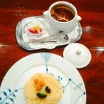 椿屋珈琲店 有楽町茶寮 - カレーとお茶のセット。