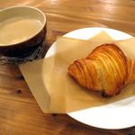 たもん・センター・カフェ! - クロワッサンとカフェオレ