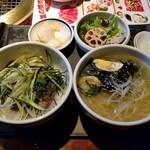 焼肉 徳寿 - ハーフ丼&ハーフメンセット(864円)