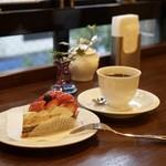 文房堂Gallery Cafe - スタイルズケイクス&カンパニーさんのケーキは平日限定です。 季節のタルト・イチゴ