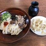 うどんの小麦冶 - 料理写真:肉ぶっかけうどん=390円  税別 ごぼう天=130円 税別