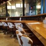 肉が旨いカフェ NICK STOCK - カウンター席の様子