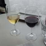 ブラッスリーオザミ - ランチグラスワイン赤(500円)&白(500円)