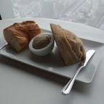 ブラッスリーオザミ - 吉田豚のリエット、ライ麦のカンパーニュとバゲット