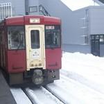 喜楽堂 - 飯山駅で雪が!