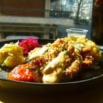レストラン エイタブリッシュ - 大豆フィレのカツレツ ナッツチーズソース&ハラペーニョソース♪