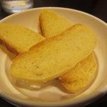 トラットリア イル ペンドーロ - 自家製パン