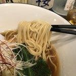 ニシキ イワモト・マツヤマ・ラーメンバー - 喉ごしのおいしいストレート麺にゆずの香りのする醤油出汁!おいし!鳥チャーシューうま!