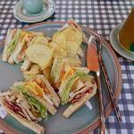 Raming Tea House Siam Celadon - 料理写真:Club Sandwich 150バーツ(約525円) GreenTrio(JasminGreenTea+Lemongrass+PandanusTea) 80バーツ(約280円)
