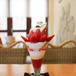 リヴェール二ツ坂 - 料理写真:いちごとマルカルポーネのパフェ☆