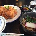 竹の子レストラン - 料理写真:日替わりランチ チキンカツ定食850円+そば180円