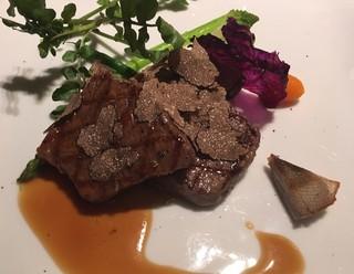 フリジェリオ - 牛フィレ肉のステーキ 黒胡椒ソース トリュフ添え