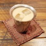 カルパシ - 珈琲ラム酒のミルク割り(700円・外税)