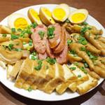Rishoutanshousaikan - ルーツァイ全種盛り合わせ(1080円・外税) 厚揚げ、煮卵、ミミガー、鳥足、中華ソーセージ
