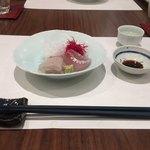 日本料理若林 - 高知カンパチ 三重ヒラスズキ。ツマの一つはピーツで。