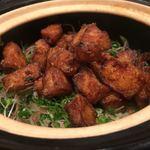 日本料理若林 - 鯛には脂を感じず香ばしく揚げ切っている。しっかりと濃口で味をつけてから揚げていて太白胡麻油の様な香ばしさも感じる。お米の方にも薄口を適度に感じる。