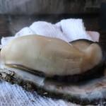 かき小屋 - ふっくらした大きな牡蠣