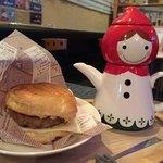 ぴらにやカフェ - 友人注文のハンバーグのパイ&マサラチャイ