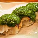 エノキ屋酒店 - 鯛のタタキ ニンニク味噌ダレ
