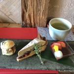 カンノン ベイク - 日本茶とお茶を楽しむセット 1180円(税込)