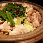 魚沼の恵をあなたへ 八海山バル - モツ鍋 にんにく醤油味