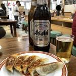 亀戸餃子 - ビール大瓶550円&餃子一皿250円