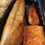 みなと屋 - 焼魚は、サバと鮭のハラス