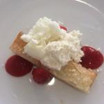 クッチーナ トラスクア -   いちご、チーズムース、練乳アイス
