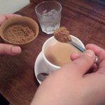 タオ カフェ - カフェオレに黒糖を入れて頂きました。おいし~。