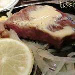 ステーキハウス88 - もとぶ牛サーロインステーキ(4980円)はミディアムレア、もとぶ牛ミスジステーキ(5800円)はレアで♪ お肉はミスジの方が脂が少なめなのかなぁ?どちらも柔らかく旨味濃厚で美味しい〜\(*^▽^*)/