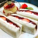 丸福珈琲店 - いちごとアンコ      やっぱ、プリンが一番美味しい❣️
