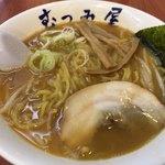 らーめん むつみ屋 - 赤味噌ラーメン  大盛 950円(820円+130円)写真メニューは税抜表示。スープは美味い。麺は普通。あとはダメ。雑な盛りがもったいない。