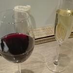 79812804 - 赤白のスパークリング、各グラス