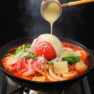 毎年大好評!今年の鍋は完熟トマトのクアトロチーズ鍋!