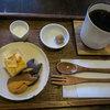 ペタニコーヒー - 料理写真:「ドリップコーヒー」(380円)と「お菓子セット」(+150円)。