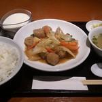 鴻 - ○+杏仁豆腐