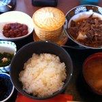 ふく万 - 日替わり定食のうち和牛の肉豆腐