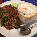 本格タイ料理 バンコク - ガパオヌア