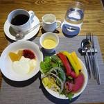 79837755 - モーニング:サラダ、ヨーグルト、コーヒー
