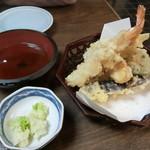 辰巳屋 - 天ぷら盛り合わせ750円