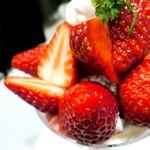 79844817 - あまおう苺と紅ほっぺ苺のパフェ