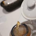 グラン カフェ - ポットで出されたダージリンティ