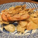 79847997 - 子持ち牡丹海老の素揚げと海老芋のチップス
